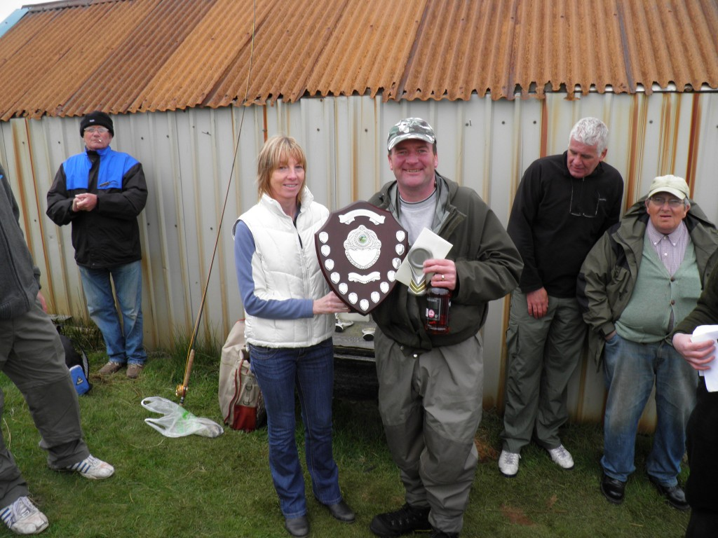 Gordon Thorn won the Heaviest Bag - Rosie Shaw presenting the prizes.